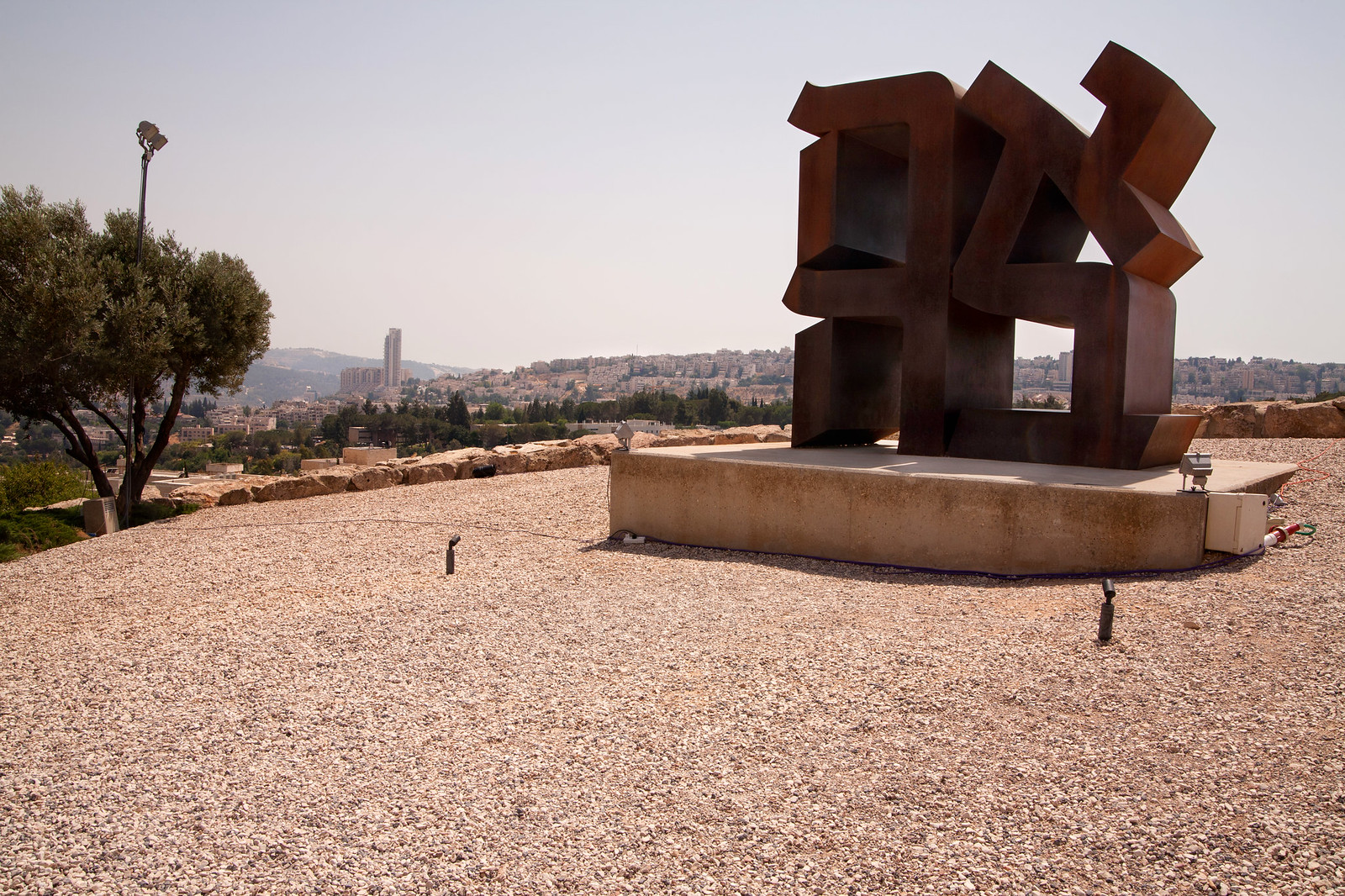 Jerusalem_ The Israel Museum_Love Sculpture_Noam Chen_IMOT
