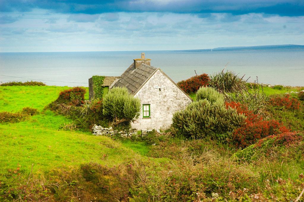 Irish Cottage by the Sea (Cois faraige)