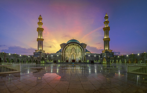 nurismailmohammed nurismail nurismailphotography masjidwilayah hdr evening placeofworship mosque sunset minaret dome colourful panorama reflection decorations islamic prayer muslim courtyard fountain pwpartlycloudy 67ywqdfrtgqawszxdcf cvbvcxω≈vb