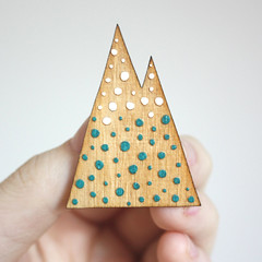 Dots mountain brooch