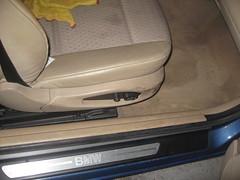 Asiento Copiloto. Limpieza de Cuero y carcasa asiento. Bmw Serie 3. Antes