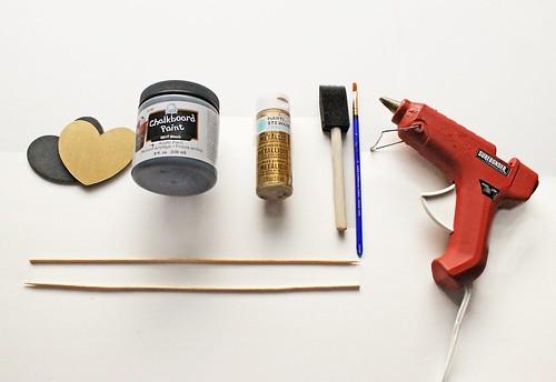 DIY Chalkboard Cake Toppers   by femmefraiche