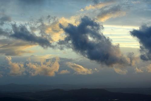 clouds australia cumulus queensland australianlandscape cloudscape sunsetclouds sequeensland sunsetlandscape australianweather albertvalley mounttabragalba storminflow