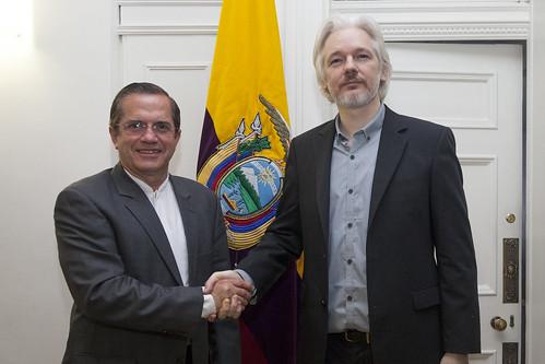 RUEDA DE PRENSA CONJUNTA ENTRE CANCILLER RICARDO PATIÑO Y JULIAN ASSANGE   by Cancillería Ecuador