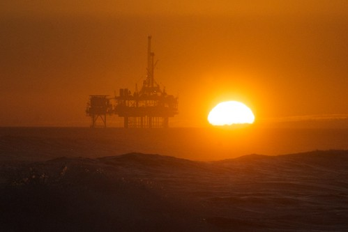 Huntington Beach Trip - Aug 2014 - Sunset over the oil rig. | by pmarkham