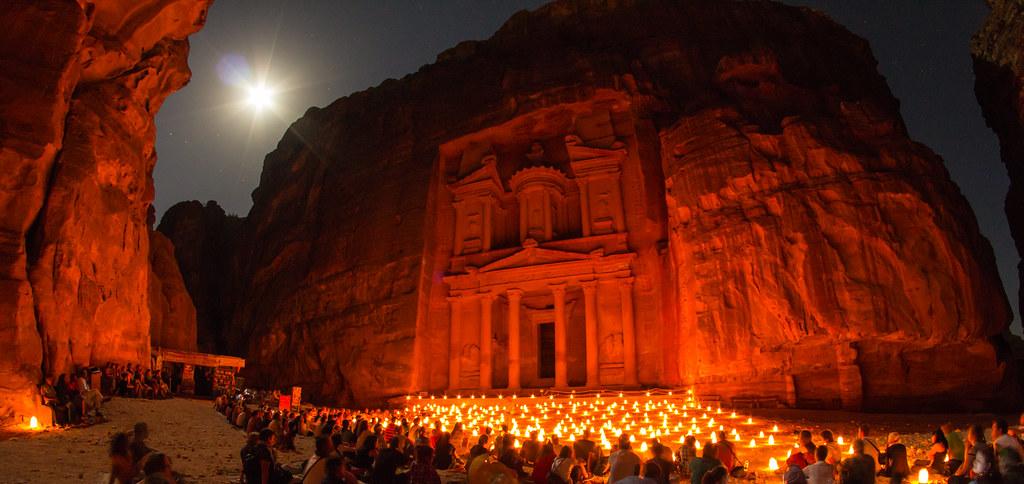 """Khazneh"" Petra by night, Jordan / Pétra de nuit, Jordanie"