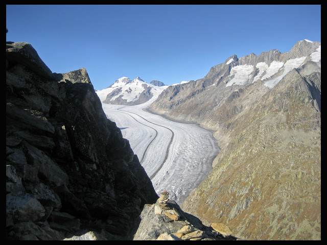 The glacier of the Aletch, Taken from the Eggishorn . Vue du glacier d'Aletsch depuis l'Eggishorn .   No. 9564.