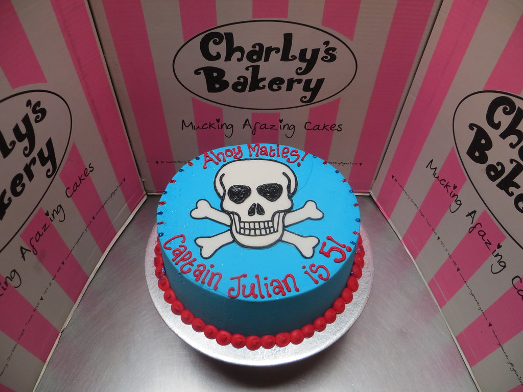 Remarkable Simple Pirate Themed Birthday Cake With Flat Fondant Skull Flickr Funny Birthday Cards Online Eattedamsfinfo