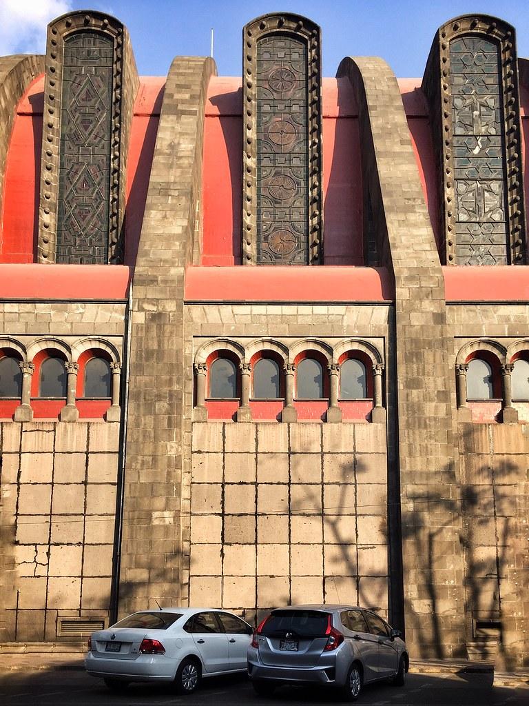 vista lateral del templo de san agustin