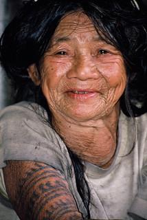 Philippines : Vieille femme tatouée à Bontoc