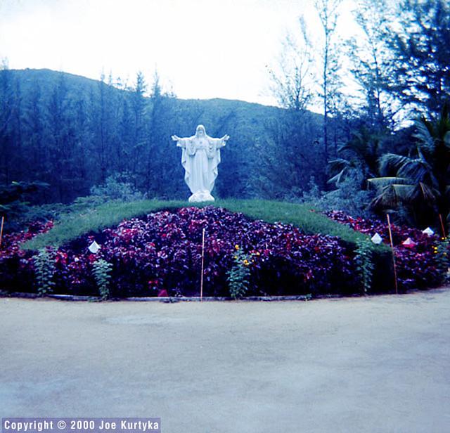 QUI NHON 1966-67 - Statue on the grounds of the leper colony - Tượng Chúa trong Trại phong Quy Hòa