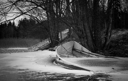 bw blackandwhite boat frozen ice jää landscape lumi monochrome puu snow talvi tree vene winter espoo uusimaa finland