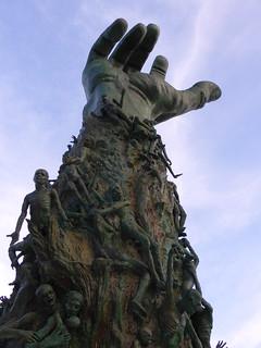 Monumento al holocausto | by TiempoDeAventuras.com