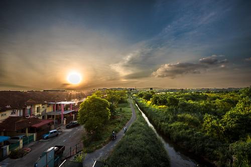 sunset sun magichour wide angle wideangle green blue cloud tree trees random amateur iamnikon skyline sky astoundingimage