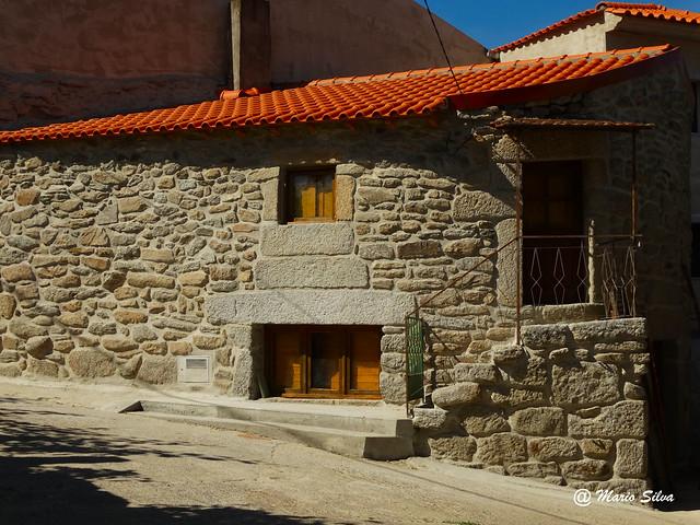 Águas Frias (Chaves) - ... casa recuperada ...