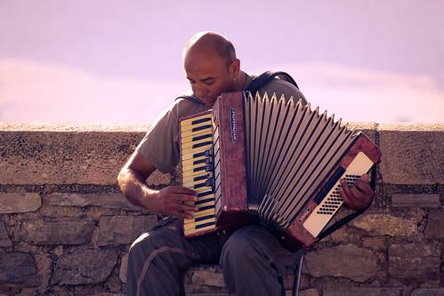 Feel the music | by hernanpba