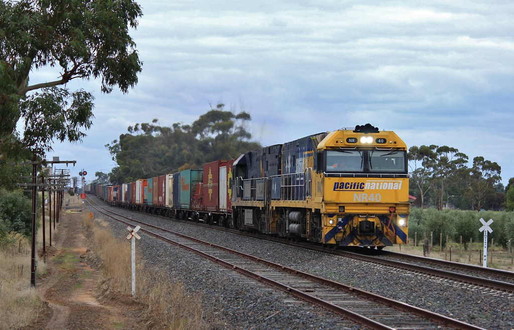 NR40 and NR27 power out of Dimboola on BA6 by bukk05