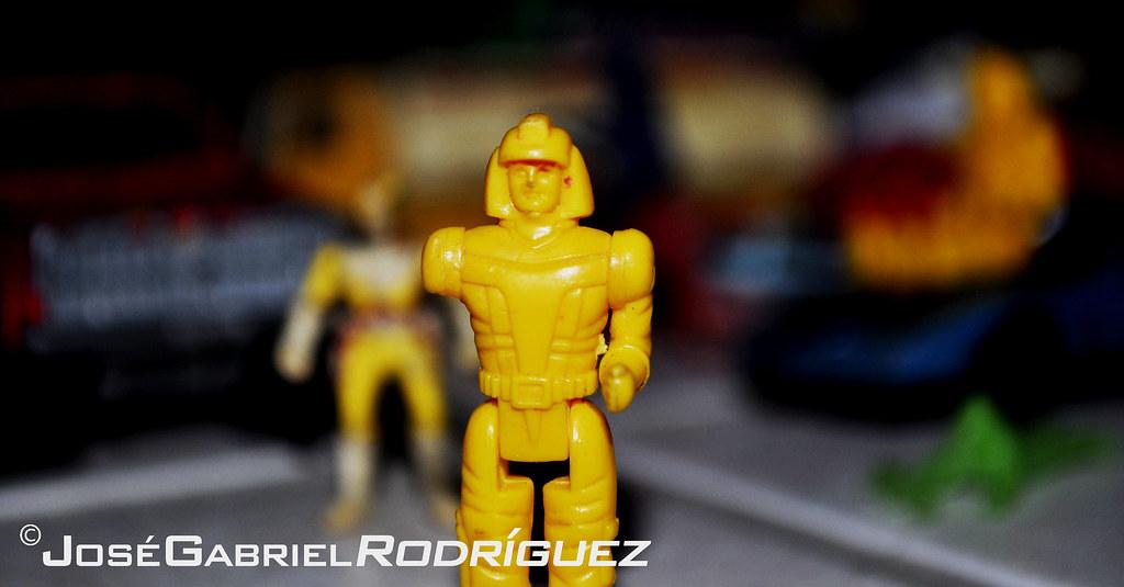 Pequeño  juguete amarillo