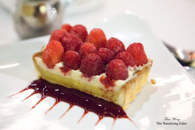 Almond mousseline raspberry tart
