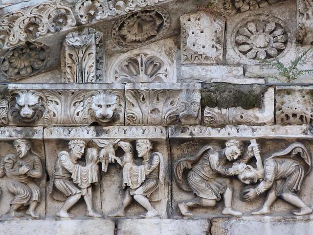 Friso románico de la catedral de Nimes (Francia)