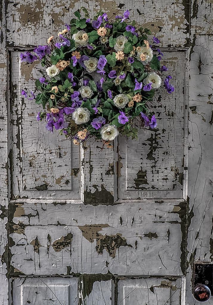 Flowers on old door merrifield garden center fairfax - Merrifield garden center fairfax va ...