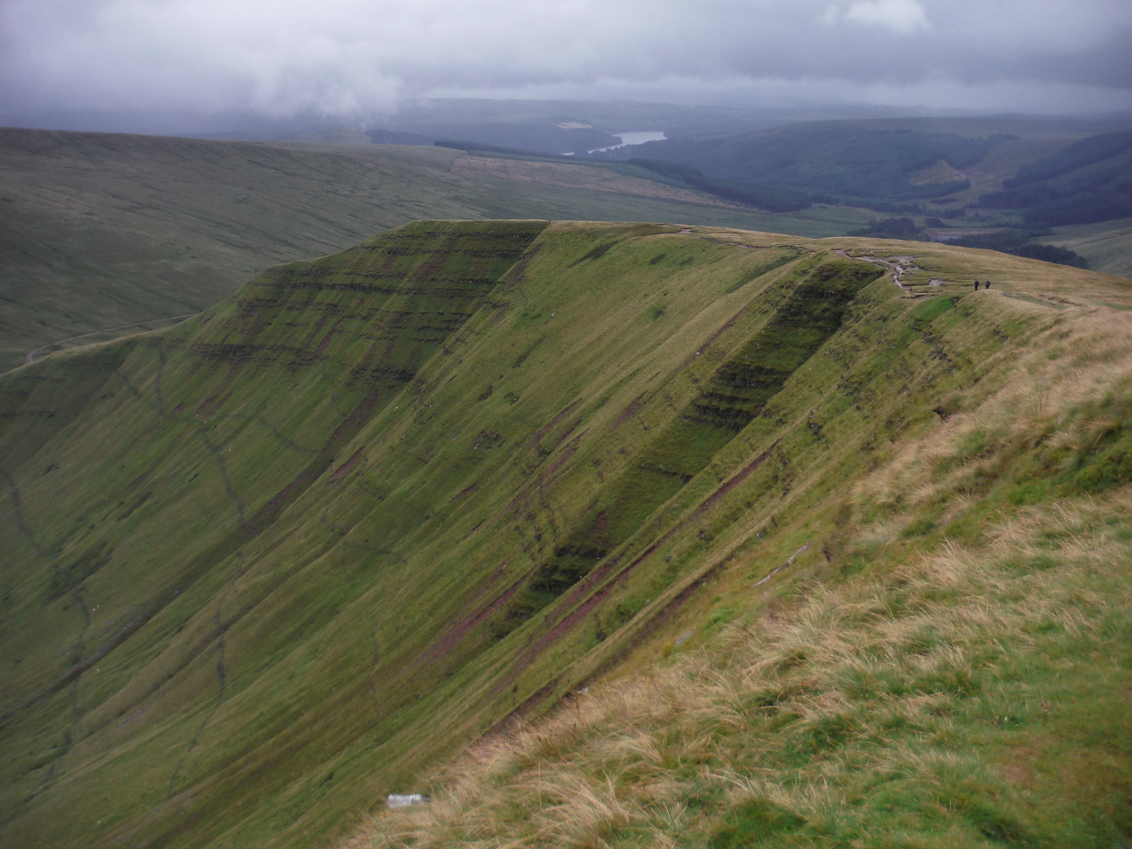 Descent from Cribyn to Bwlch ar y Fan SWC Walk 278 Breacon Beacons Horseshoe - Bannau Brycheiniog