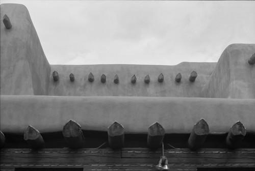 smcpm28mmf28 35mm analog bw blackwhite blackandwhite building film filmisnotdead flying fromabove fuji fujiacros100 ishootfilm landscape mesuper newmexico pentax pentaxart planewindow project365 santafe santafeartmuseum santafeplaza