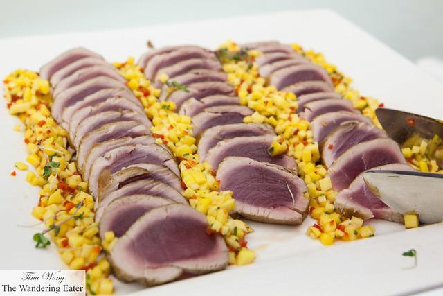 Seared tuna and mango salad