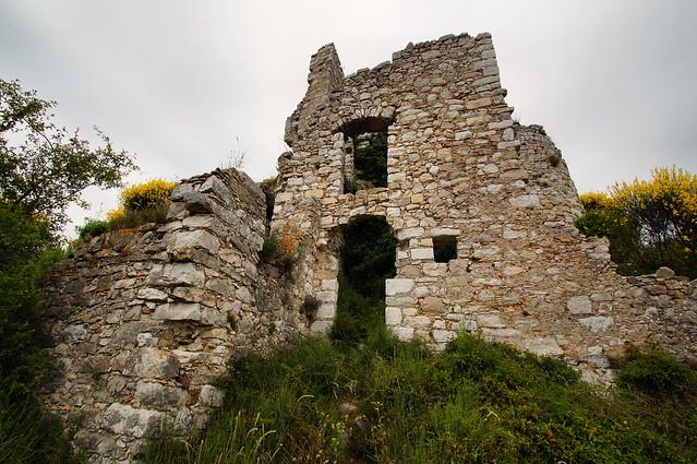 Châteauneuf-Villevieille - Les Ruines 1