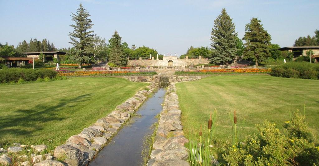 ... International Peace Garden (Rural Municipality of Morton, Manitoba and Rolette County, North Dakota