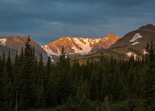 sunrise cloudy rockymountains arapahoglacier arapahopeaks mountainresearchstation