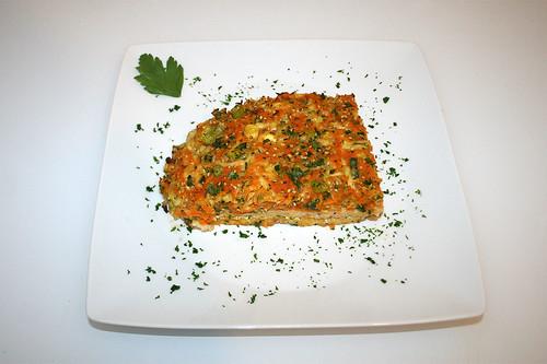 45 - Putenschnitzel mit bunter Gemüsehaube - Serviert / Vegetable coated turkey escalopes - Served | by JaBB