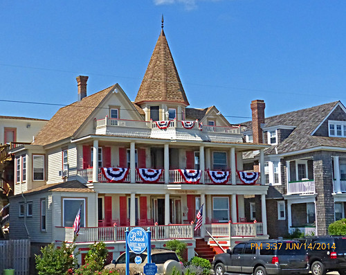 beach architecture seaside newjersey columns victorian americanflag capemay gingerbreadhouse jerseyshore railings beachave porches coupla advertisingsign capemaycounty barrierisland pinkshutters nearqueenst americanbunting centercoupla 931beachhouse 932beachguesthouse askaboutweeklyrentals