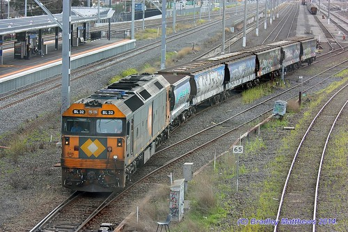 BL32 with an up empty single Apex wagon & 5 grain wagons at West Footscray (10/9/2014). | by Bradley Matthews Photography
