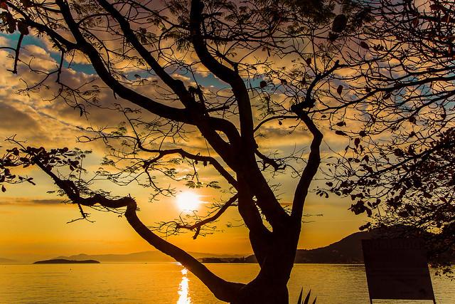 O sol se pondo em Florianópolis SC Brasil