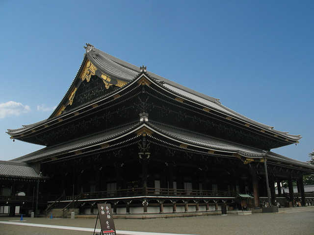 Kyoto, Higashi-Hogan-ji Temple (sky is added)