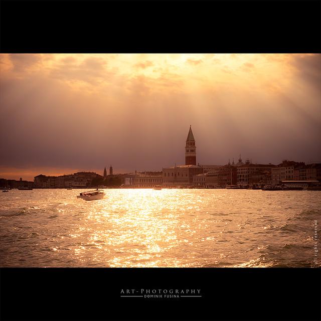 Gold Rays of Venice | FUJI x-T1 + 35mm