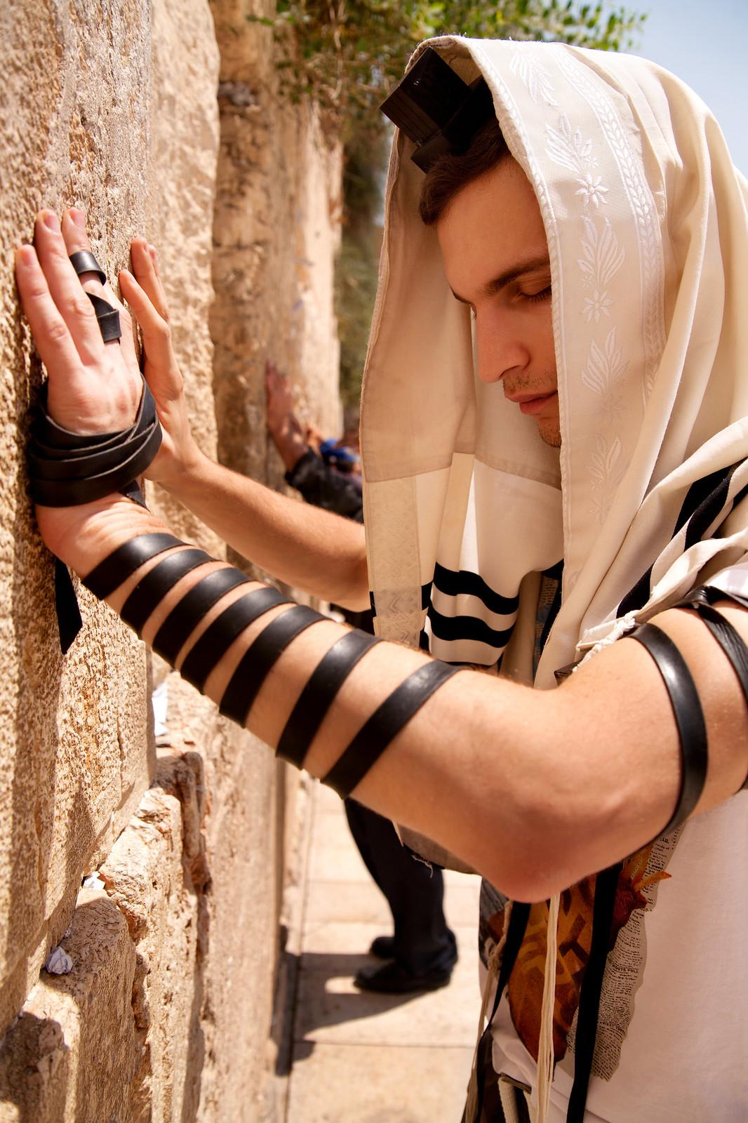 Jersusalem_Western Wall_Tefillin_8_Noam Chen_IMOT
