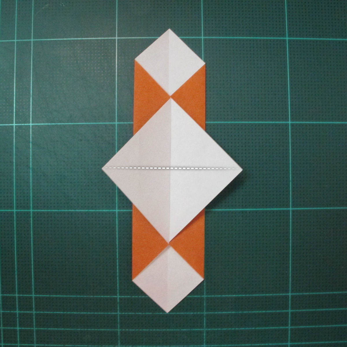 วิธีพับกระดาษเป็นที่คั่นหนังสือรูปหมาบูลด็อก (Origami Bulldog Bookmark) 004