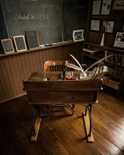 Linn Schoolhouse Teacher's Desk | by toddwendy