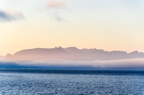 værøy cycletouring cyclotourisme europe ferry freewheelycom island jbcyclingnordkapp norway sunset