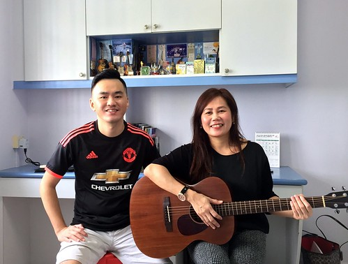 Beginner guitar lessons Singapore Evelyn