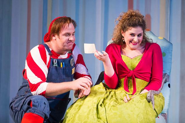 Lucas Meachem as Figaro and Serena Malfi as Rosina in Il barbiere di Siviglia © ROH. Photo by Tristram Kenton