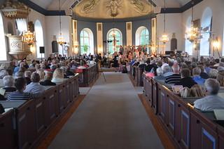 Fullsatt kyrka i Åsenhöga - 140627