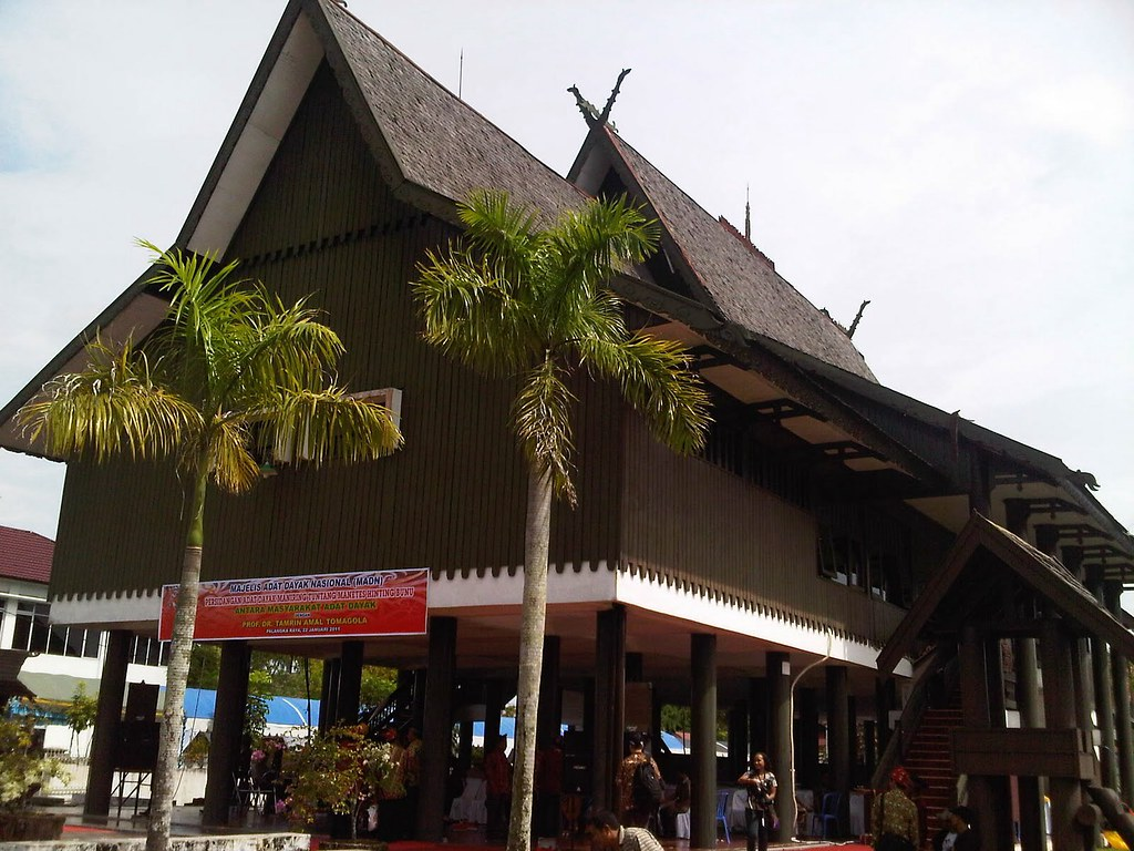 Gambar Rumah Adat Betang Kalimantan Tengah