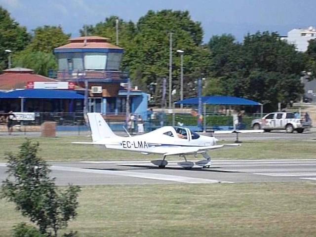 Tecnam P 2002 JF en el aerodromo de Empuriabrava