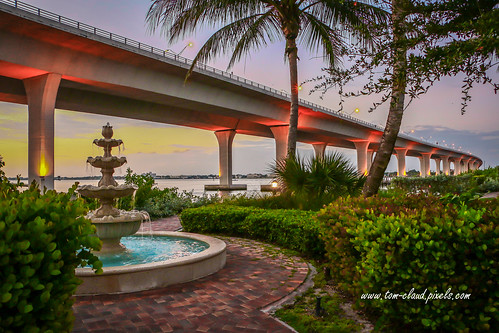 fountain bubbles bridge rooseveltbridge sunrise cityscape river stuart florida water outdoors outside palm tree palmtree tropical scene
