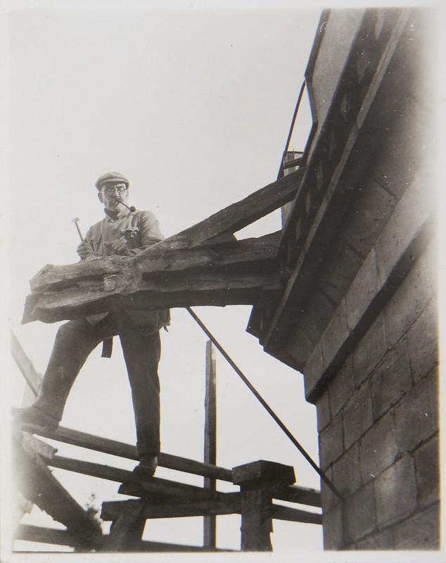 Akseli Gallen-Kallela at Tarvaspää´s tower working on a dragon-shaped gargoyle, 1927; photograph 1.