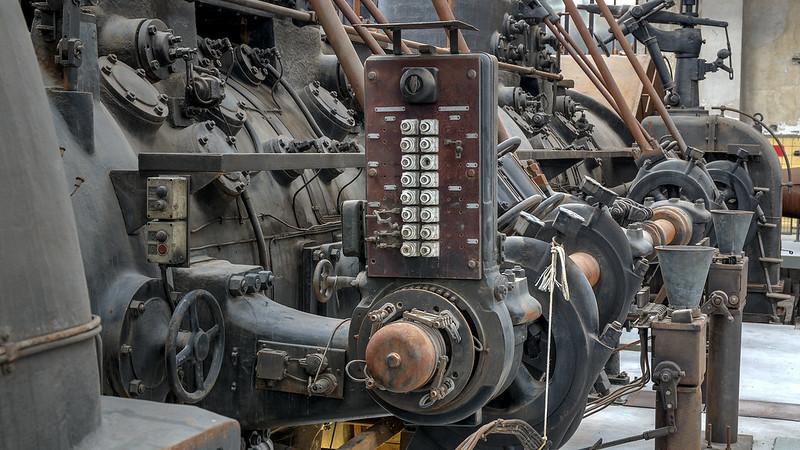 Teil der Gebläsemaschine mit Dynamo - Part of blast engine with dynamo
