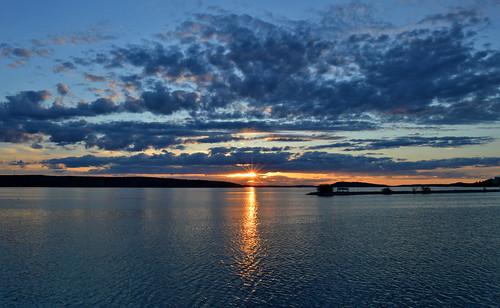 suomi sunset auringonlasku luonto landscape lake järvimaisema järvi aurinko summer kesä water vesi sky taivas clouds nature nikon evening ilta reflections heijastukset maisema sun sunlight sunrays weather iltaaurinko colors light rays flickr d3200 nikond3200 europe